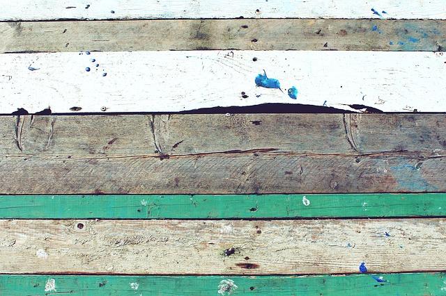 В приморском Преображении прогнил жизненно важный деревянный мост