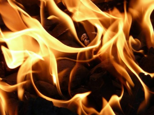 Жительница Уссурийска поблагодарила огнеборцев, которые спасли её и родных при пожаре на 9-м этаже