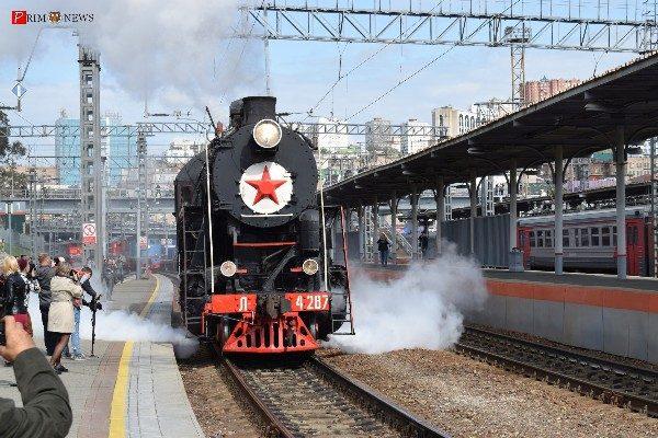 Парадом железнодорожной техники отметили во Владивостоке 120-летие ДВЖД