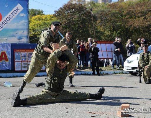 Во Владивостоке отпраздновали День призывника