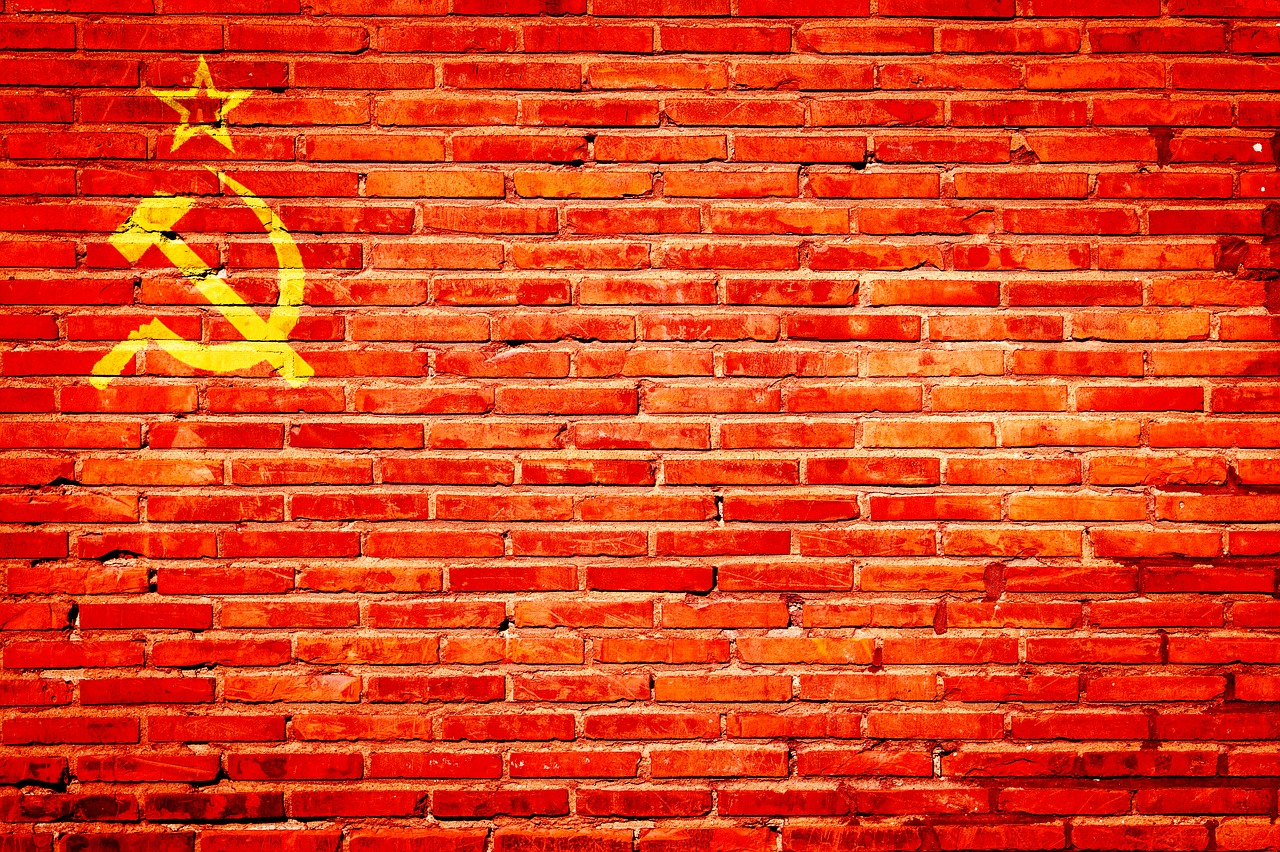 В Приморье вскрыли «капсулу времени». Что нам написали комсомольцы в 1977 году?