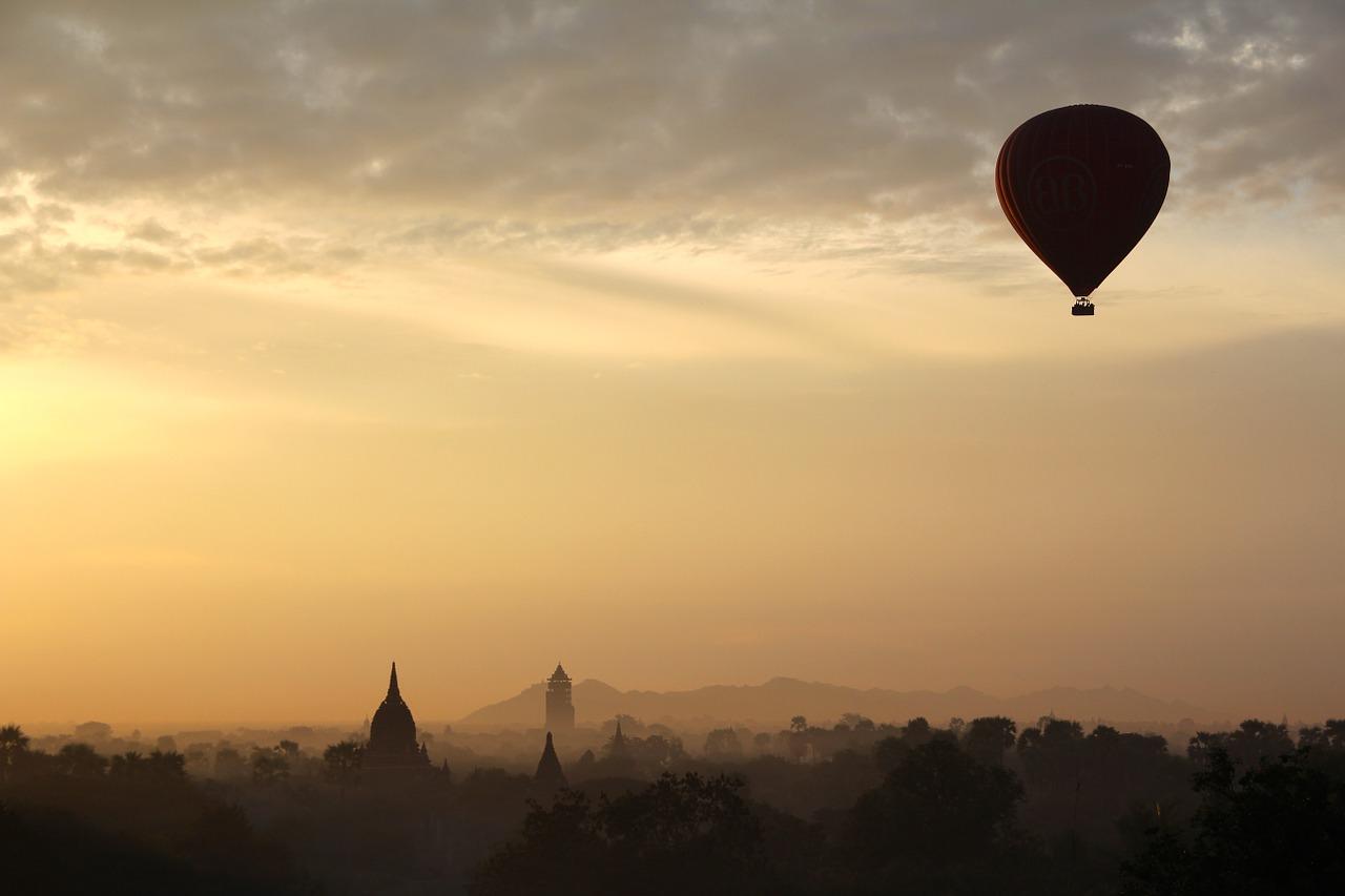 Воздушный шар, пролетевший над Владивостоком, удивил гостей города и горожан