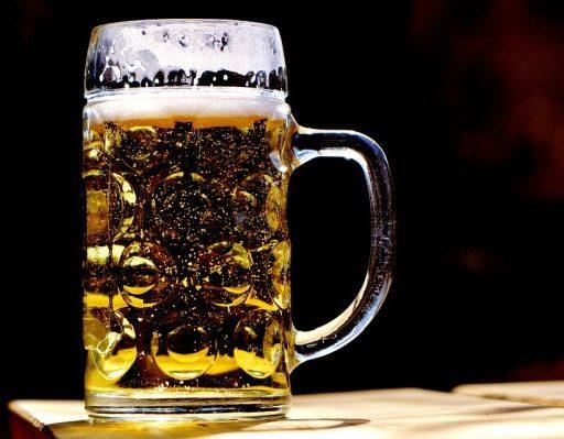Почти 100 литров нелегального алкоголя изъяли во Владивостоке благодаря сообщению местной жительницы