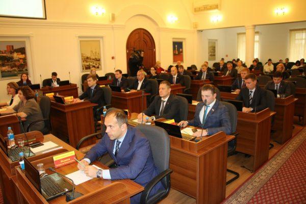 Стало известно, какую долю из всех депутатов в Приморье занимают единоросы