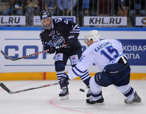 Хоккеисты «Адмирала» уступили «Динамо», забросив четыре шайбы