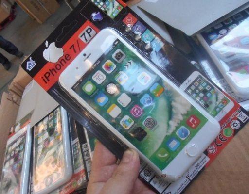 Во Владивосток попытались ввезти поддельные «айфоны» в виде детских телефонов