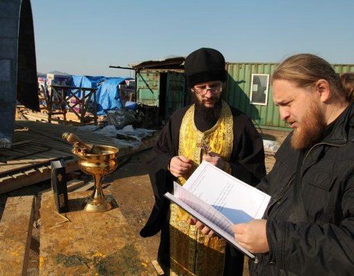 Для строящегося в Находке храма иеромонах Ермоген освятил купола