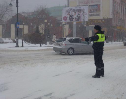 Во Владивостоке с начала снегопада произошло 270 ДТП, в ожидании сотрудников ГИБДД люди спали в машинах