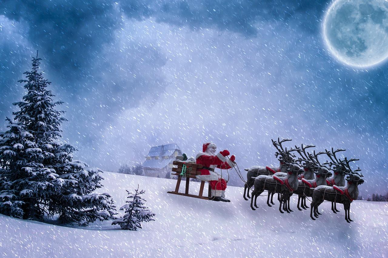 Санта-Клаус чуть не сорвался с балкона в Приморье