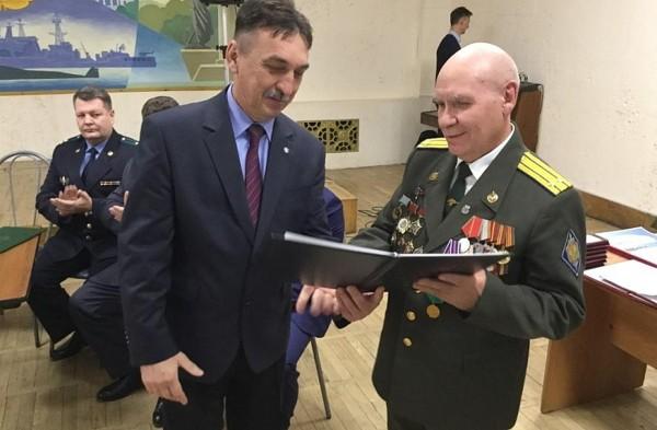 В Приморье наградили ветеранов госбезопасности