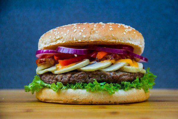 Во Владивостоке выставили на продажу бургерную «Жадность»
