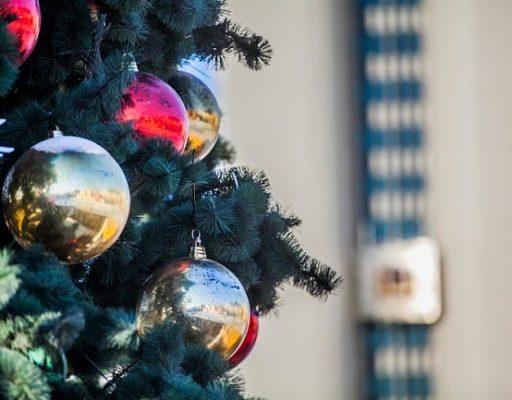 Гости и жители Владивостока встретили наступающий Новый год на центральной площади