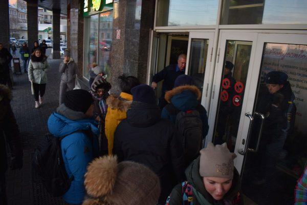 Стало известно, почему во Владивостоке закрыли «Фреш 25» на Семёновской
