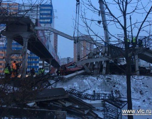 Во Владивостоке наказали водителя, который обрушил опору пешеходного перехода