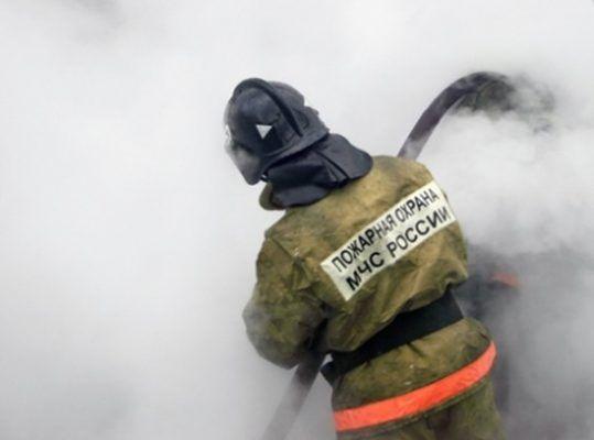 Прямо напротив Приморского краевого суда загорелась машина