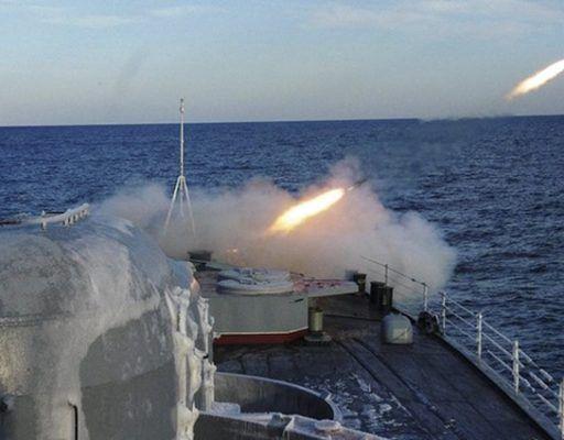 Большой противолодочный корабль ТОФ «Адмирал Трибуц» выполнил артиллерийскую стрельбу по береговым и морским мишеням