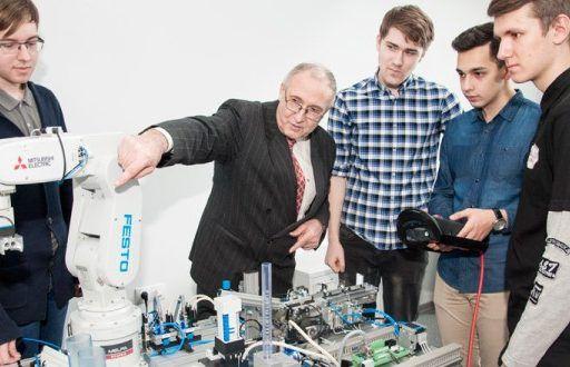Профессор ДВФУ получил более 300 патентов на изобретения в области робототехники