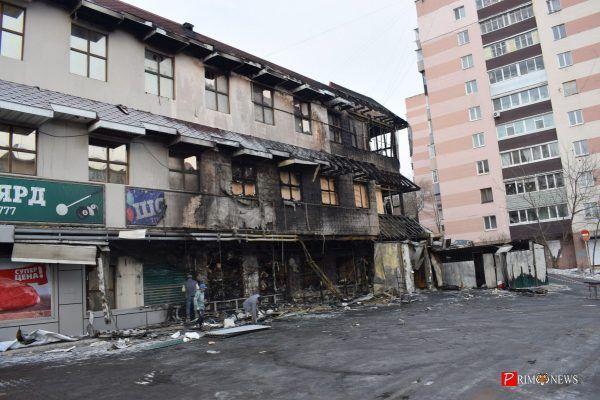 Во Владивостоке задержали подозреваемого в поджоге супермаркета «Фреш 25»