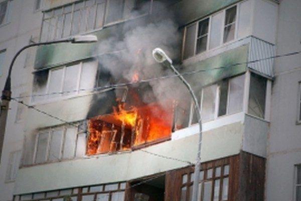 Огнеборцы спасли шесть человек из пожара в многоэтажке во Владивостоке