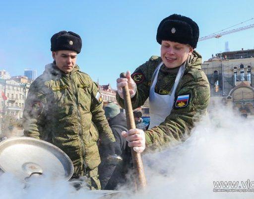 День защитника Отечества: на центральной площади Владивостока открылась выставка военной техники