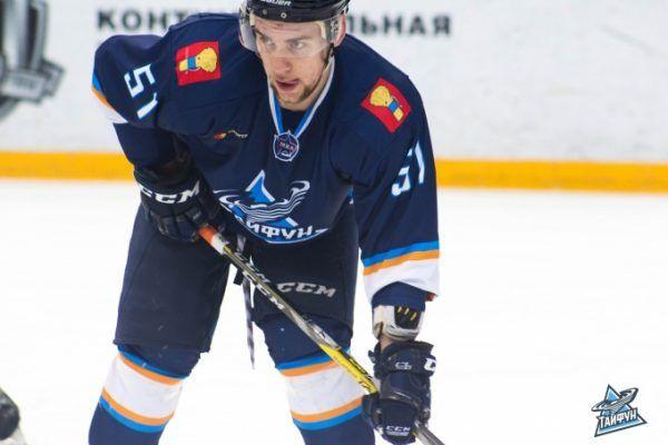 Хоккеисты «Тайфуна» выиграли у «Капитана», забив два гола в меньшинстве