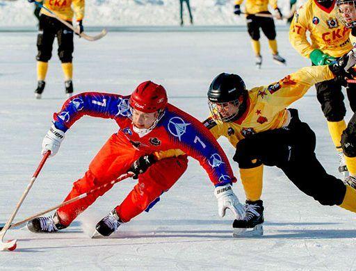 Арсеньевский «Восток» победил лидеров первенства России по хоккею с мячом