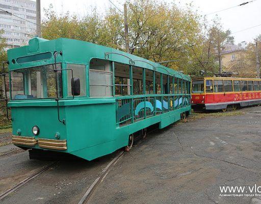 Во Владивостоке в депо дотла выгорел трамвайный вагон