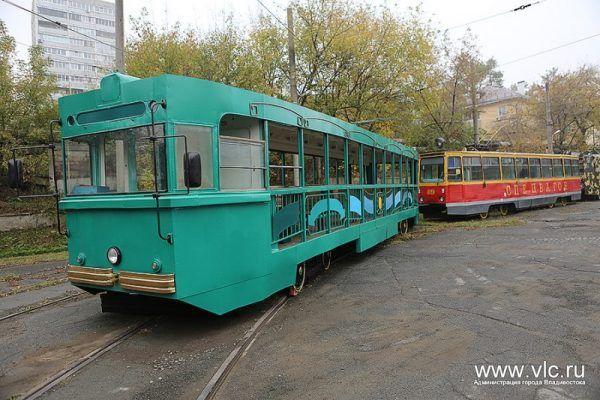 Во Владивостоке малолитражка протаранила трамвай