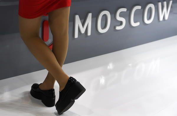 На что обратить внимание при выборе женской одежды для деловых встреч?