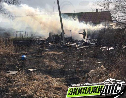 В Приморье погиб мужчина, который решил сжечь траву у своего дома