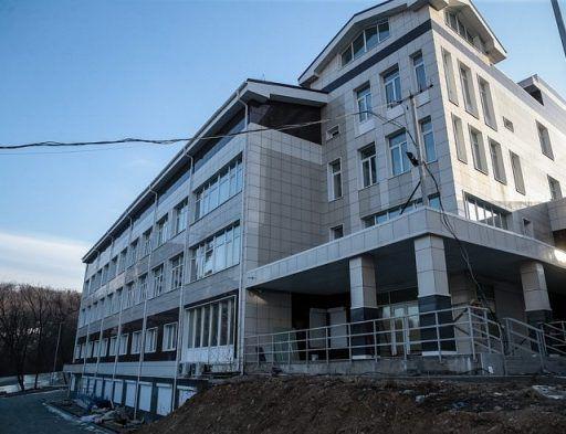 В Приморском онкодиспансере приступили к монтажу нового оборудования