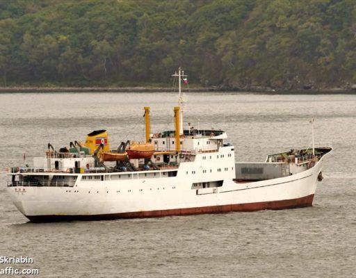 Северокорейское судно, которое не пускают во Владивосток, подало сигнал бедствия