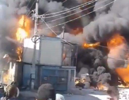 Серьёзный пожар во Владивостоке: на Выселковой полыхает склад стройматериалов