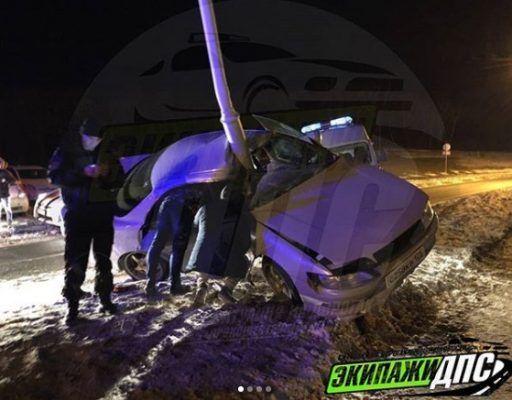 В Приморье спасатели извлекли водителя из искорёженного Toyota Mark II