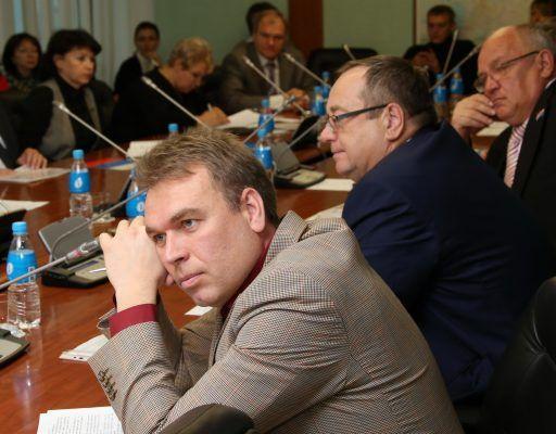 На обслуживание и ремонт автомобилей Законодательного собрания Приморья выделили три млн рублей