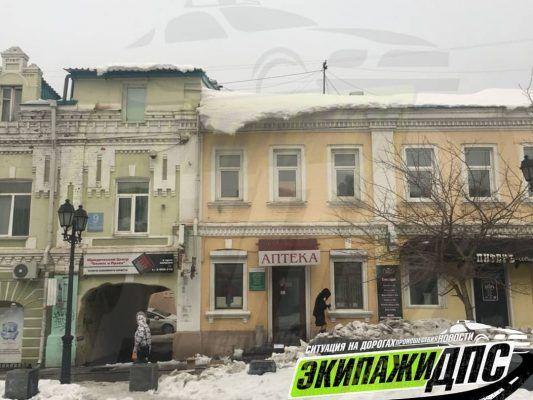 Одна из самых проходных улиц в центре Владивостока стала опасной для горожан