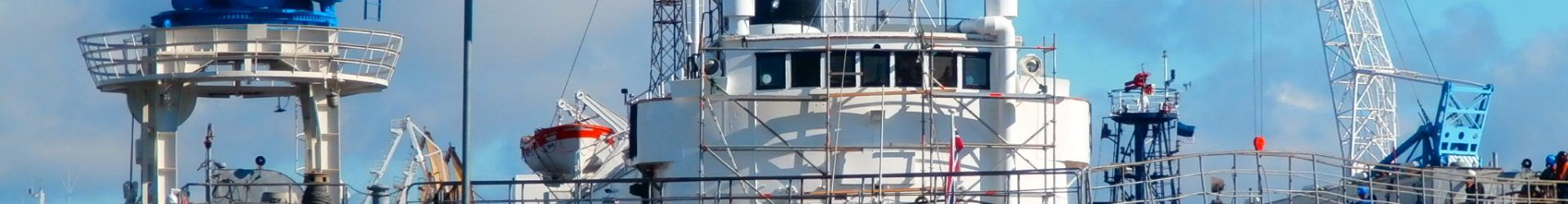 Во Владивостоке затонул плавучий док