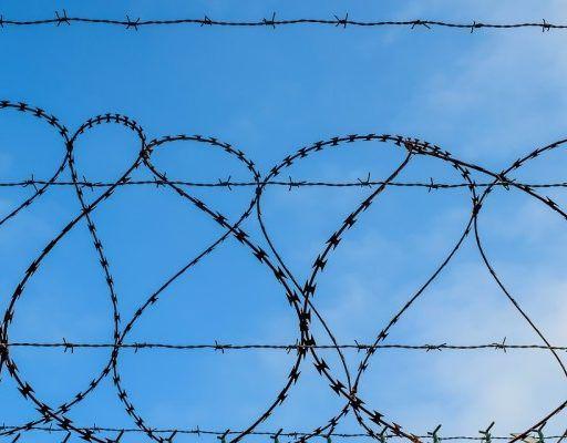 За вымогательство и грабёж житель Владивостока получил пять лет тюрьмы