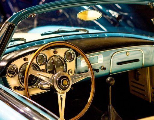 В Приморье пенсионер-автомобилист задавил людей в автомастерской