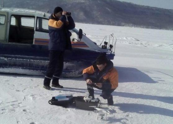 Выезд машин на лёд категорически запрещён: приморские спасатели наблюдают за льдом с катеров и квадрокоптера
