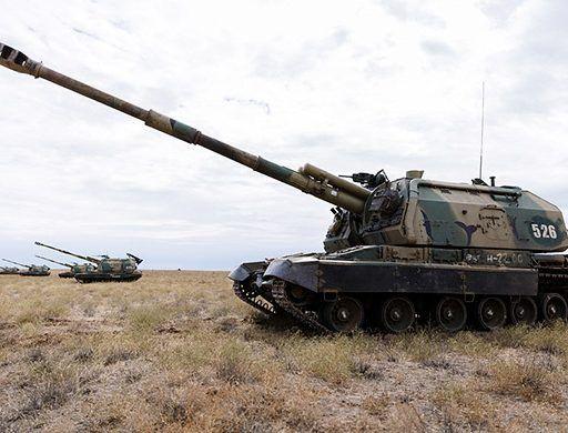 Жителей Приморья удивила колонна самоходных артиллерийских установок на автодороге