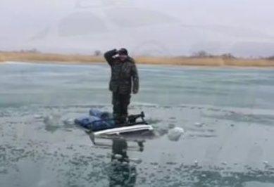 В Приморье утонула очередная машина рыбаков. В «последний путь» её отправляли с юмором