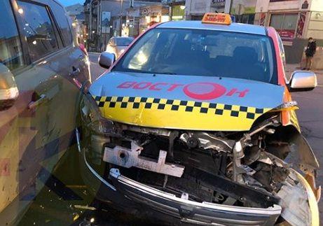 Во Владивостоке в результате ДТП пострадали два пассажира такси