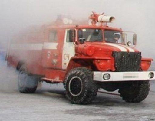 Десять пожарных тушили горящую квартиру во Владивостоке