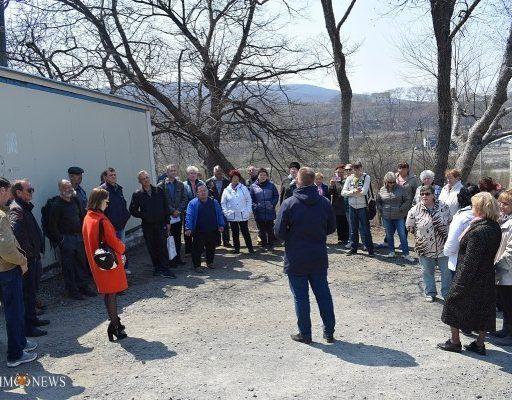 Жители посёлка Поспелово во Владивостоке вышли на собрание с требованием наконец оформить их землю