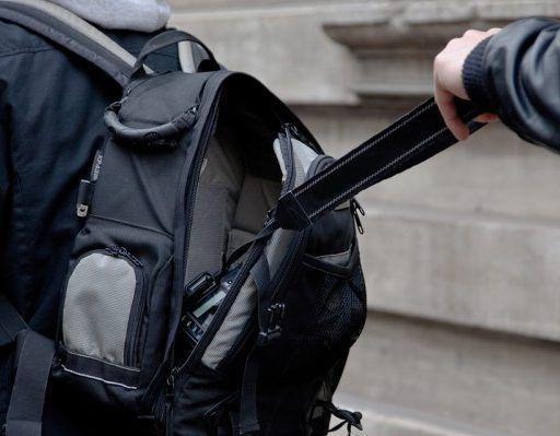 Полиция напомнила приморцам о том, как обезопасить себя от карманных воров