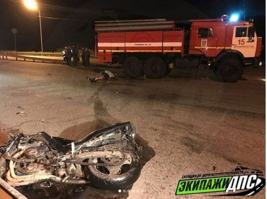 Мотоциклист погиб в жутком ДТП во Владивостоке, врезавшись в КамАЗ МЧС