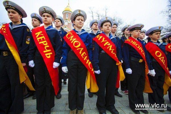 Во Владивостоке почтили память погибших в Великой Отечественной войне и возложили цветы к памятным местам