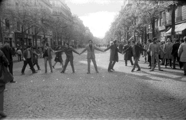 Уникальная выставка фотографий Филиппа Гра «В сердце Парижа. Май 1968» открылась во Владивостоке