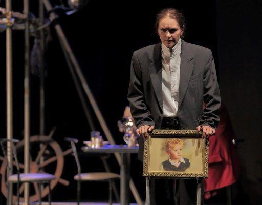 Приморский театр молодёжи покажет горожанам спектакль «Крах»